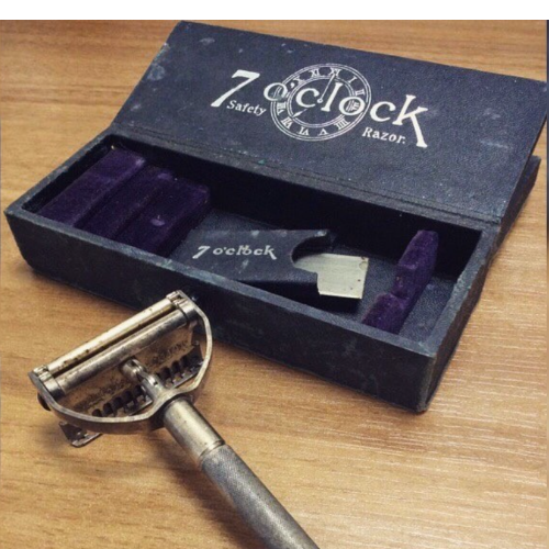 ANTIQUE 7'O'CLOCK RAZOR WITH ORIGINAL BOX 1913 VIN76F